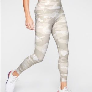 Athlete White Camo 7/8 leggings